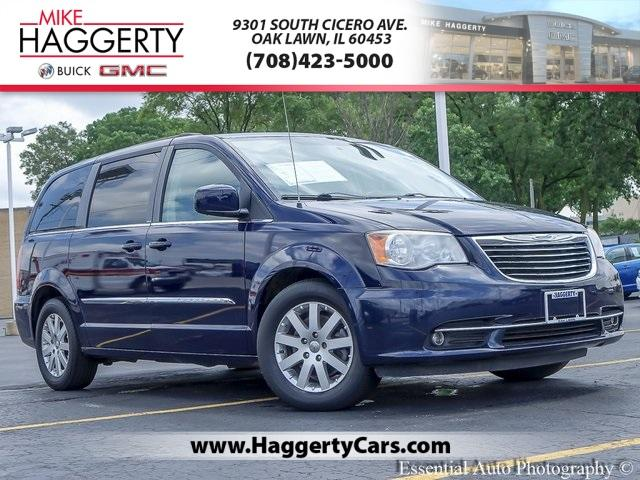 2013 Chrysler Town & Country Vehicle Photo in OAK LAWN, IL 60453-2517
