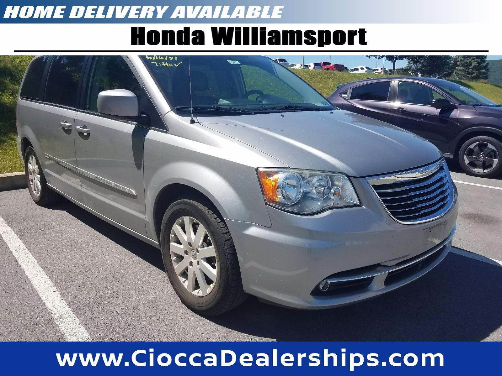 2014 Chrysler Town & Country Vehicle Photo in Muncy, PA 17756