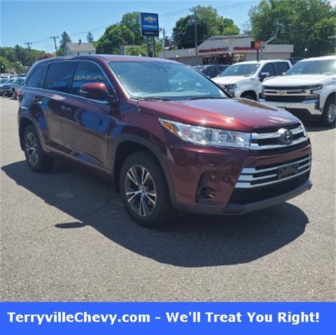 2017 Toyota Highlander Vehicle Photo in Terryville, CT 06786