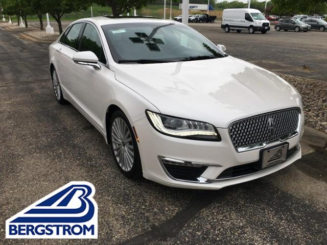 2017 LINCOLN MKZ Vehicle Photo in Neenah, WI 54956-3151