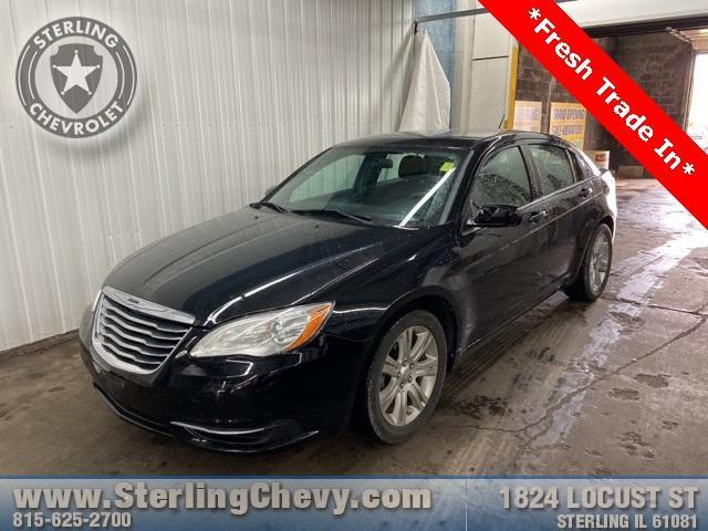 2013 Chrysler 200 Vehicle Photo in Sterling, IL 61081