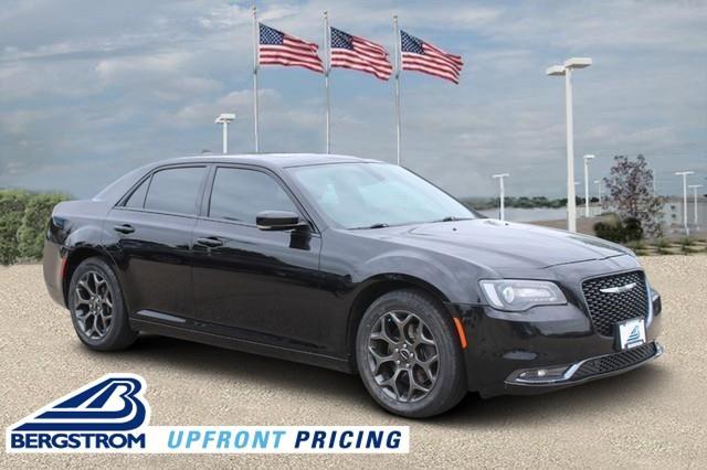 2018 Chrysler 300 Vehicle Photo in MADISON, WI 53713-3220