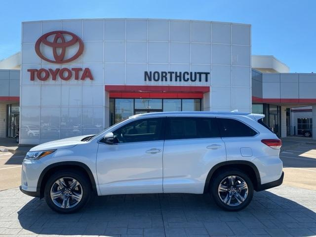 2019 Toyota Highlander Vehicle Photo in Enid, OK 73703