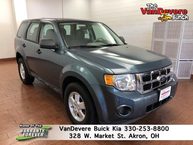 2011 Ford Escape Vehicle Photo in Akron, OH 44303