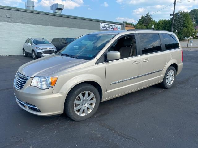 2014 Chrysler Town & Country Vehicle Photo in ELLWOOD CITY, PA 16117-1939