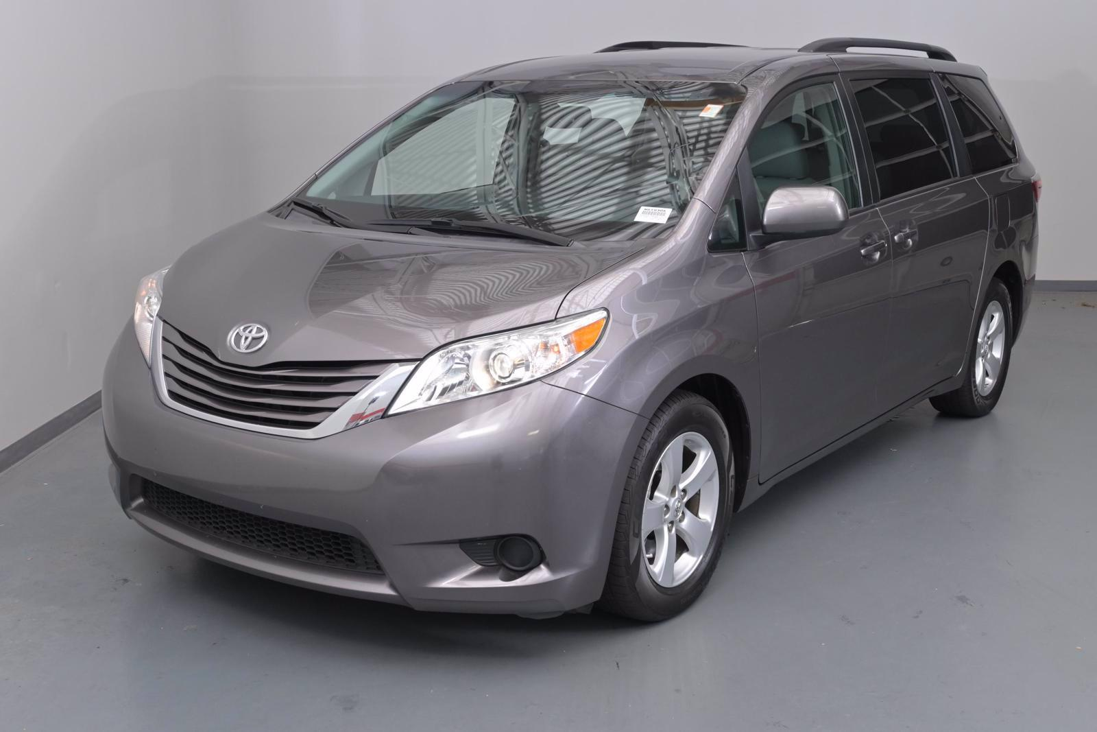 2017 Toyota Sienna Vehicle Photo in Cary, NC 27511