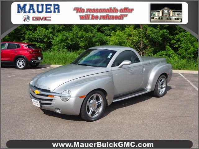 2004 Chevrolet SSR Vehicle Photo in Inver Grove Heights, MN 55077