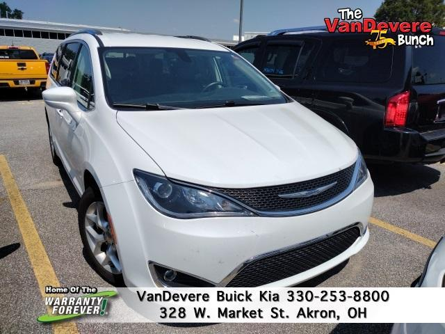 2017 Chrysler Pacifica Vehicle Photo in AKRON, OH 44303-2185