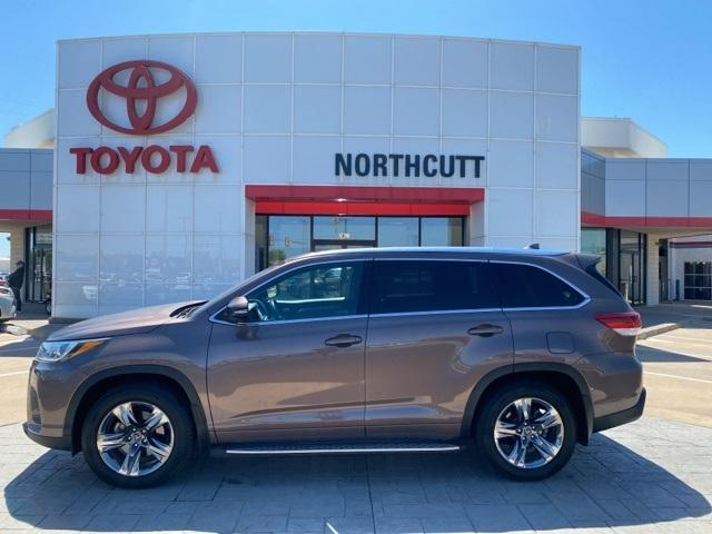 2017 Toyota Highlander Vehicle Photo in Enid, OK 73703