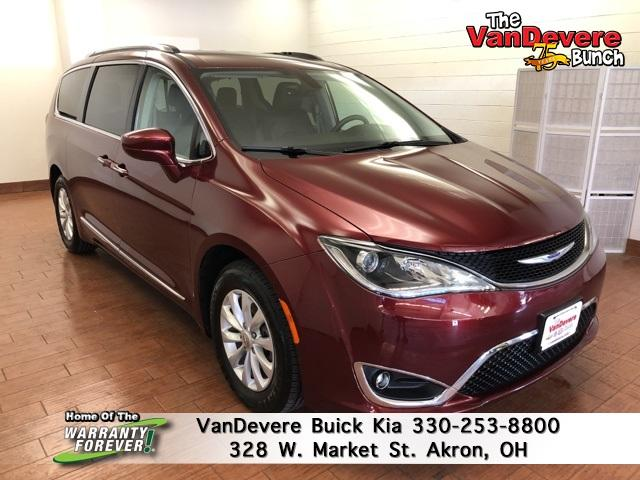 2018 Chrysler Pacifica Vehicle Photo in AKRON, OH 44303-2185