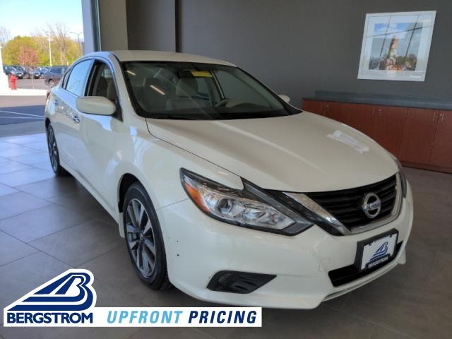 2017 Nissan Altima Vehicle Photo in Green Bay, WI 54304