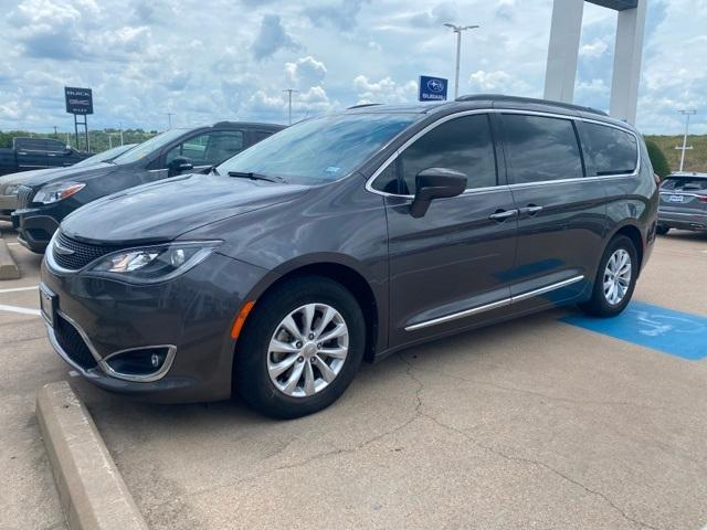 2017 Chrysler Pacifica Vehicle Photo in FORT WORTH, TX 76116-6648