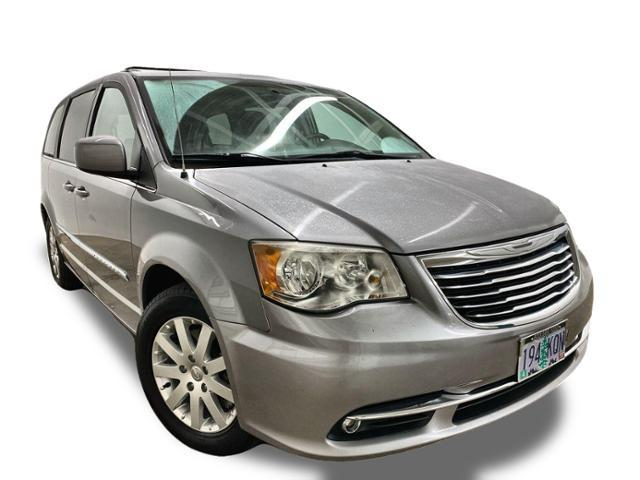 2013 Chrysler Town & Country Vehicle Photo in Portland, OR 97225
