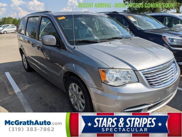 2013 Chrysler Town & Country Vehicle Photo in Cedar Rapids, IA 52402