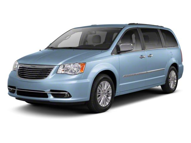 2013 Chrysler Town & Country Vehicle Photo in Moon Township, PA 15108