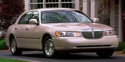 1998 LINCOLN Town Car Vehicle Photo in Richmond, TX 77469