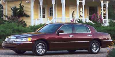 2001 LINCOLN Town Car Vehicle Photo in Columbia, TN 38401