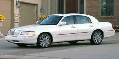 2004 LINCOLN Town Car Vehicle Photo in Trevose, PA 19053