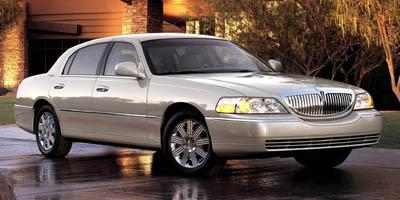 2005 LINCOLN Town Car Vehicle Photo in Columbia, TN 38401