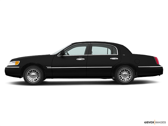 2000 LINCOLN Town Car Vehicle Photo in Elyria, OH 44035
