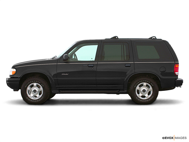 2000 Ford Explorer Vehicle Photo in Lake Bluff, IL 60044