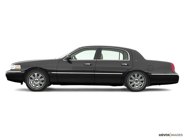 2003 LINCOLN Town Car Vehicle Photo in Detroit, MI 48207