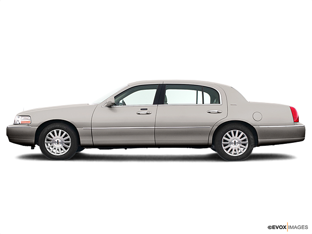 2005 LINCOLN Town Car Vehicle Photo in Rockville, MD 20852