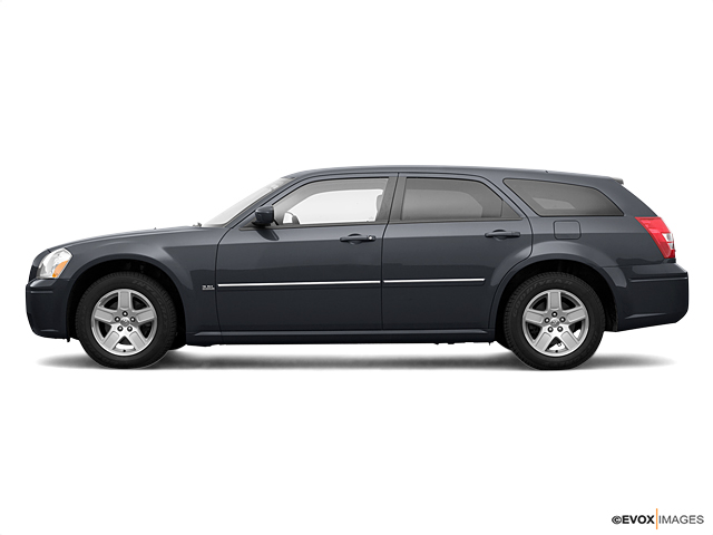 2005 Dodge Magnum Vehicle Photo in Moon Township, PA 15108