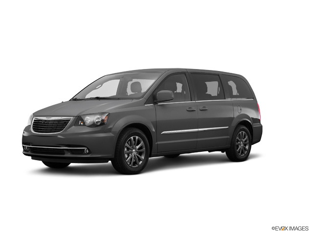 2016 Chrysler Town & Country Vehicle Photo in Peoria, IL 61615