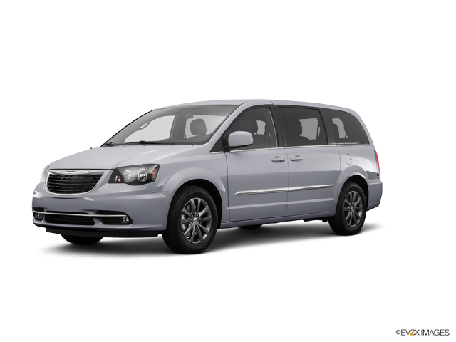2016 Chrysler Town & Country Vehicle Photo in Emporia, VA 23847