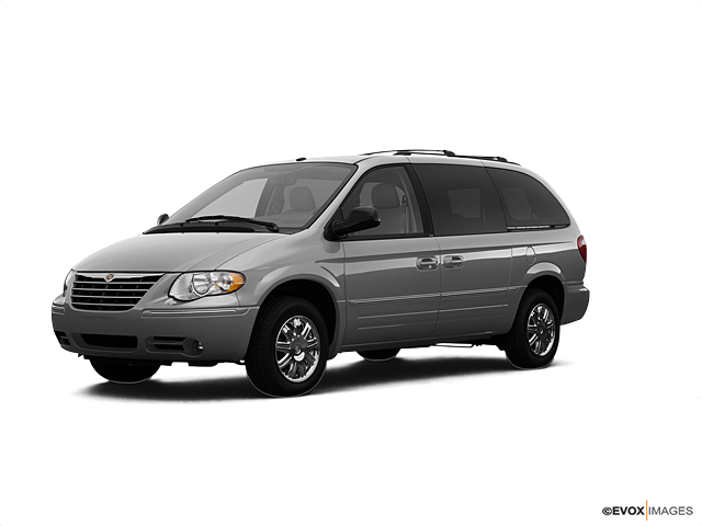 2007 Chrysler Town & Country SWB Vehicle Photo in Mission, TX 78572