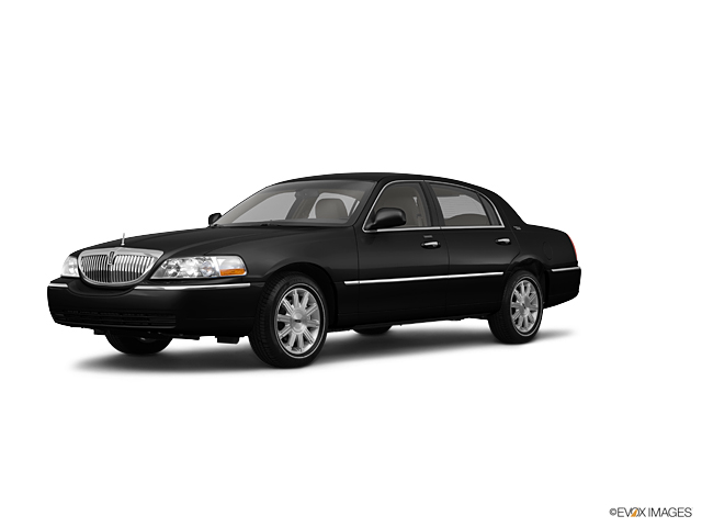 2011 LINCOLN Town Car Vehicle Photo in Laurel , MD 20724