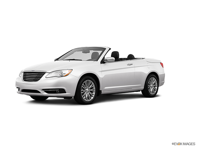 2013 Chrysler 200 Vehicle Photo in Independence, MO 64055